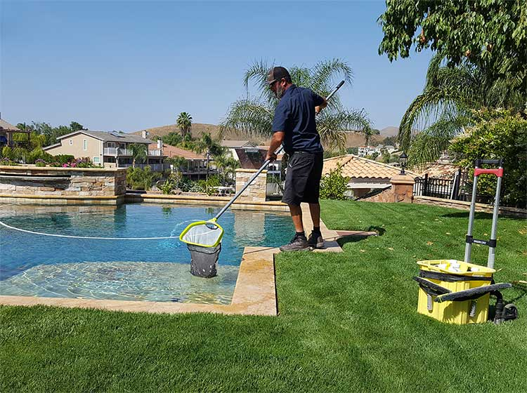 Skimming pool service canyon lake